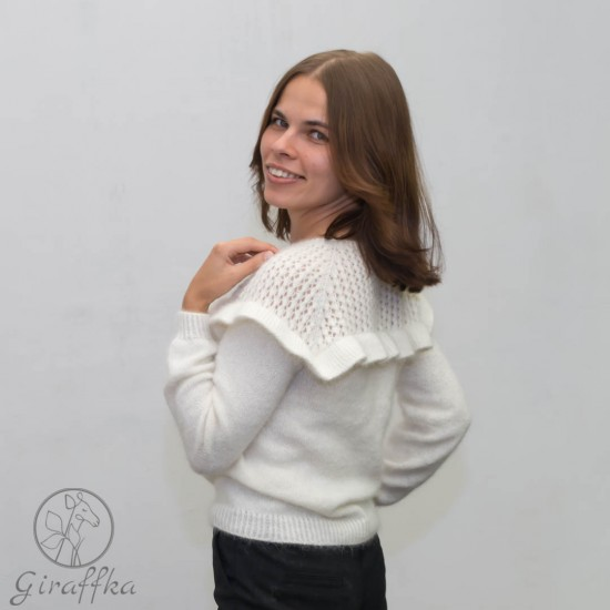 Пушистый свитер из ангоры